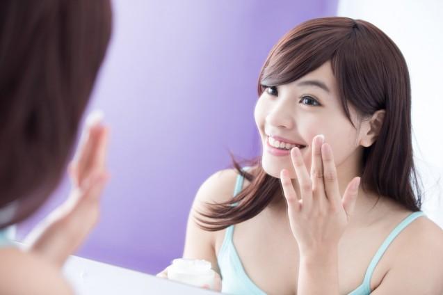 Menggunakan skin care
