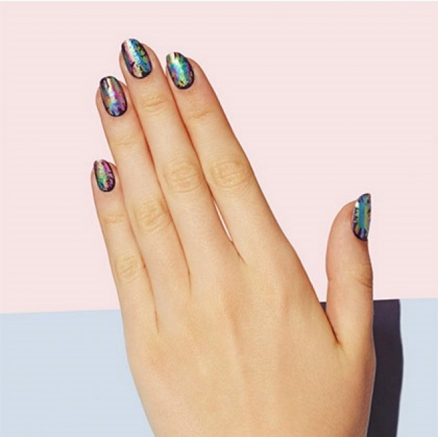 Nail art oil slick
