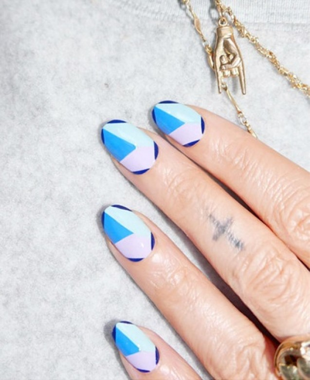 Nail art blue geometric