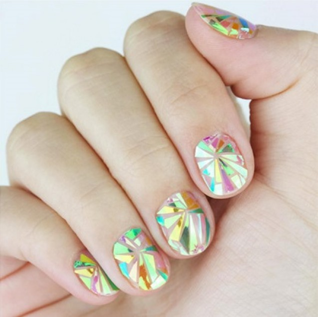 Nail art shattered glass
