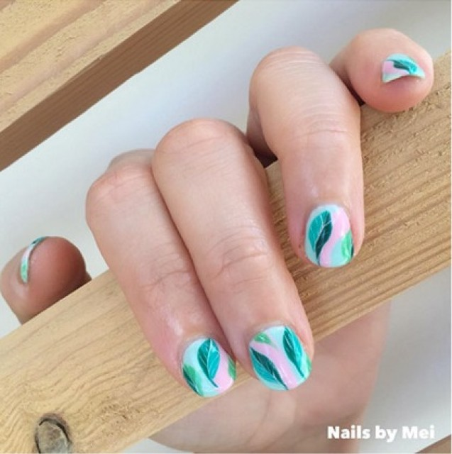 Nail art palm tree patterns