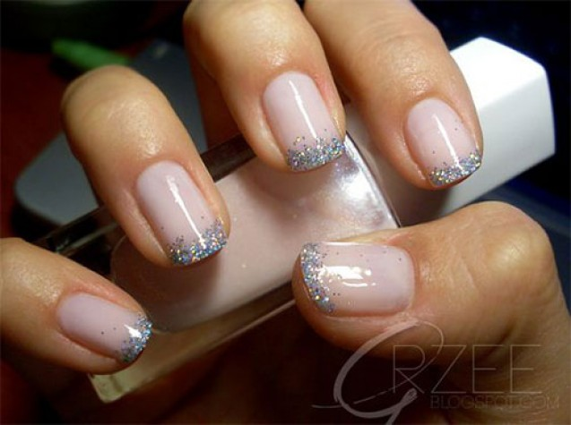 Nail art glittery french tips